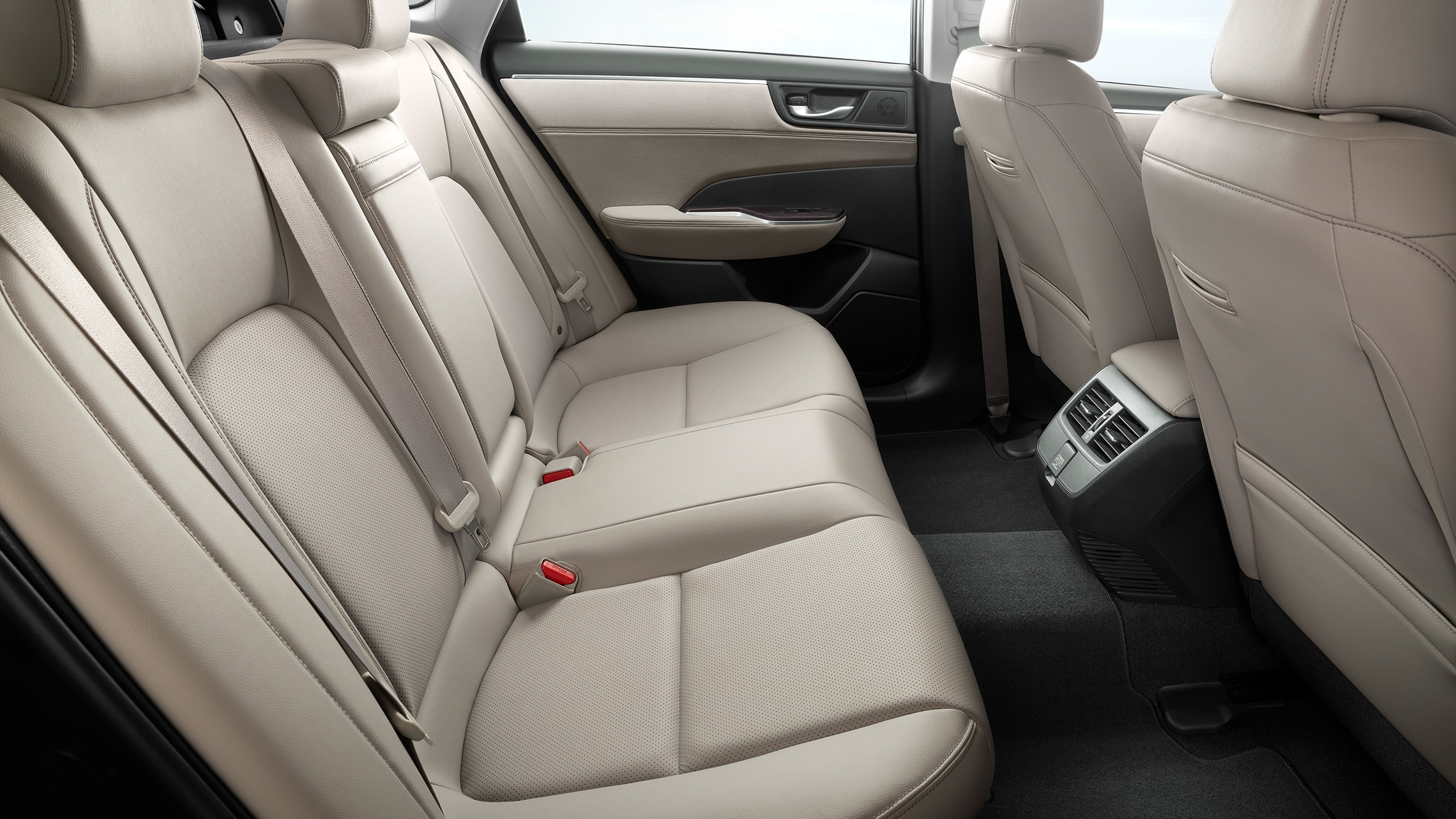 Rear seats of 2020 Clarity Plug-In Hybrid with Beige Leather-trimmed interior